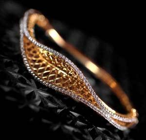 A diamond 'jali' work bangle