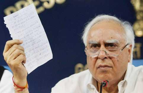Union human resource development minister Kapil Sibal showing a letter written by Acharya Balkrishna during a press conference regarding talks with Swami Ramdev in New Delhi on Saturday. PTI Photo