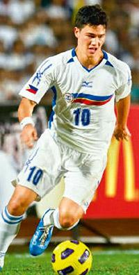 Striker: Phil Younghusband. Photo by Wikimedia Commons