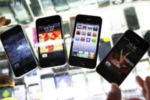 iPhones are displayed at a mobile phone stall. Photo: Reuters