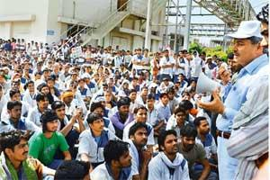 Mounting unrest: Gurgaon police commissioner S.S. Deswal talks to Maruti Suzuki's striking employees at the Manesar plant on Friday. Photo: Manoj Kumar/HT