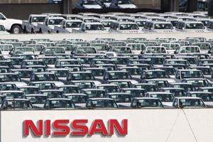 Nissan Motor Co. vehicles awaiting shipment stand parked atop a building at the company's facility in Yokohama City, Kanagawa prefecture, Japan, on 2 November, 2011. Bloomberg.