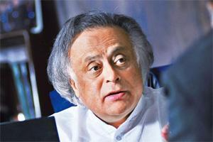 Performance checks: Rural development minister Jairam Ramesh. (Pradeep Gaur/Mint)