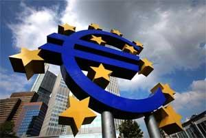 The euro sign sculpture is seen outside the European Central Bank (ECB) headquarters in Frankfurt, Germany. Photo: Bloomberg