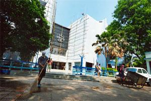 Art house: The Nandan complex being repaired before the ongoing film festival (Indranil Bhoumik/Mint)