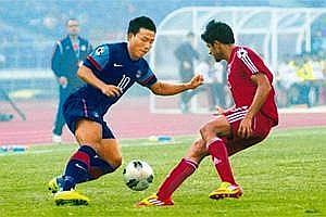 Striker: Jeje Lalpekhlua (L)scored a goal in the Saff championship final (Pradeep Gaur/Mint)