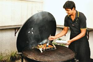 DIY:: Manu Chandra demonstrates grilling techniques. Photographs by Pradeep Gaur/Mint