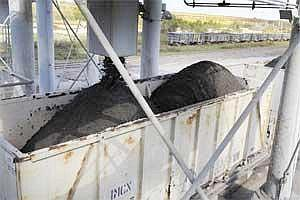 Phosphate rock is loaded into railroad cars(File photo Bloomberg)