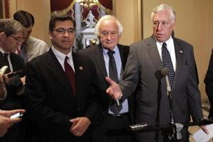 US House Minority Whip Steny Hoyer (D-MD) (R) speaks to the media after the House vote on the payroll tax cut extension on Capitol Hill in Washington 23 December, 2011. Reuters
