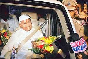 Stepping up protest: Anna Hazare making a stopover at Navi Mumbai on his way to Mumbai on Monday. (AP)