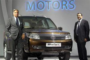 Tata Group chairman Ratan Tata (L) and his successor Cyrus Mistry pose with the new Tata Safari Storme. Photo: PTI