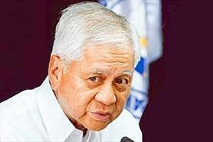Seeking solution: Philippine foreign secretary Albert Del Rosario says Manila and Beijing have agreed to diplomatically resolve the standoff.(Bullit Marquez/AP)