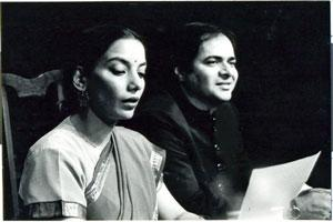 Shabana Azmi and Farooq Shaikh in a scene from the play Tumhari Amrita