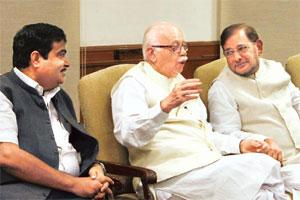 Sticking point: BJP leaders Nitin Gadkari and L.K. Advani with JD(U) leader Sharad Yadav in New Delhi. Photo: Arvind Yadav /Hindustan Times