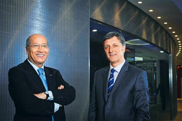 Tadashi Ishii, president and CEO of Dentsu Inc, left, and Jerry Buhlmann, CEO of Aegis Group Plc, in London. Photo by Bloomberg.
