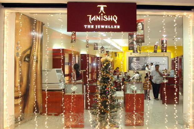 An illuminated Tanishq jewelry store in Mumbai. Photo: Santosh Verma/Bloomberg