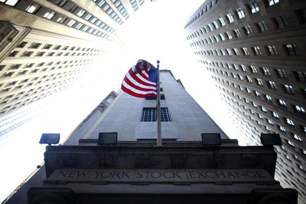 A flag flies outside the New York Stock Exchange. Photo: Eric Thayer/ Reuters