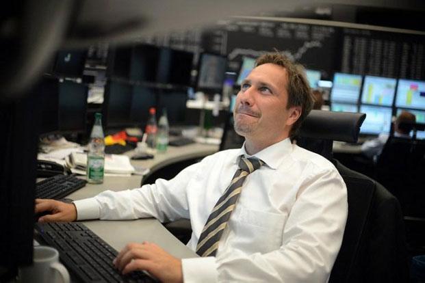 Stock brokers work at the stock exchange in Frankfurt. Photo: Johannes Eisele/ AFP (Johannes Eisele/ AFP)