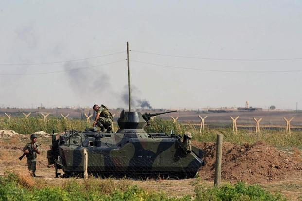 Turkish military take up positions on the Turkish side of the border near Syrian rebel-controlled town of Tel Abyad, in Akcakale, Turkey.Photo: AP