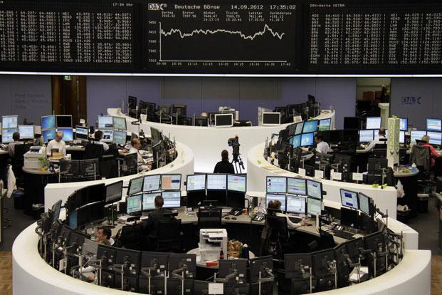 Traders at their desks in front of the DAX board at the Frankfurt stock exchange. Photo: Amanda Andersen/ Reuters (Amanda Andersen/ Reuters)