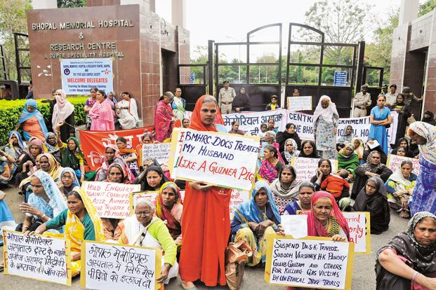 Protesters outside the Bhopal Memorial Hospital and Research Centre. Photo: Sayeed Farooqui/Mint