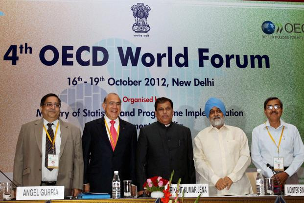 Planning Commission deputy chairman Montek Singh Ahluwalia (second from right) with OECD secretary general Angel Gurria (second from left) and other ministers during the inauguration of 4th OECD World Forum in New Delhi on Tuesday. Photo: Shahbaz Khan/PTI