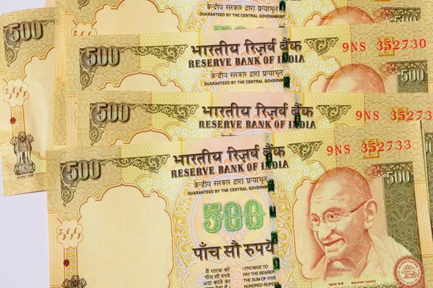 A file photo of India currency notes. The pair moved in a wide range of 52.6750 to 52.97. Photo: Ramesh Pathania/Mint