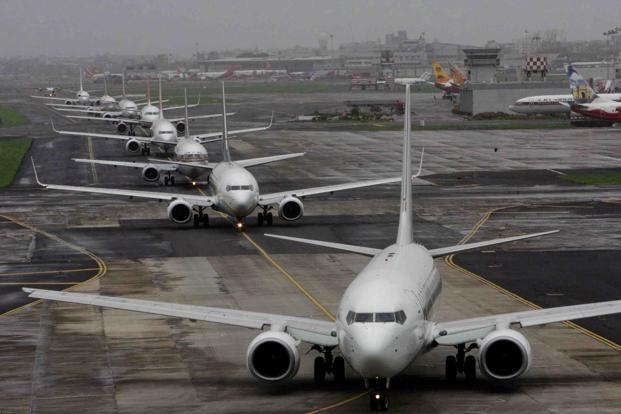 Only 4.01 million passengers flew by air in September compared with 4.58 million in the same month last year. Photo: Hindustan Times