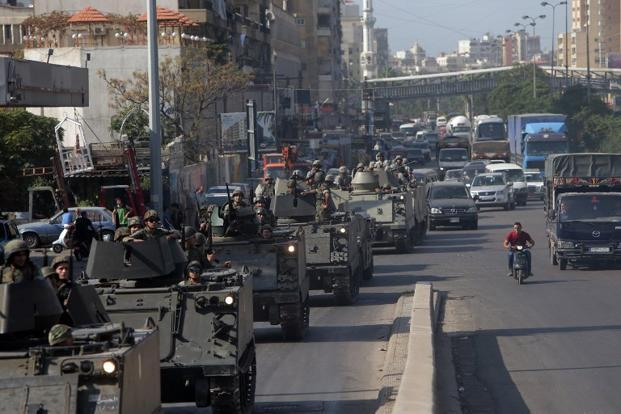 Lebanese army tanks deploy in the Bab al-Tabbaneh and Jabal Mohsen neighborhoods. Photo: AFP