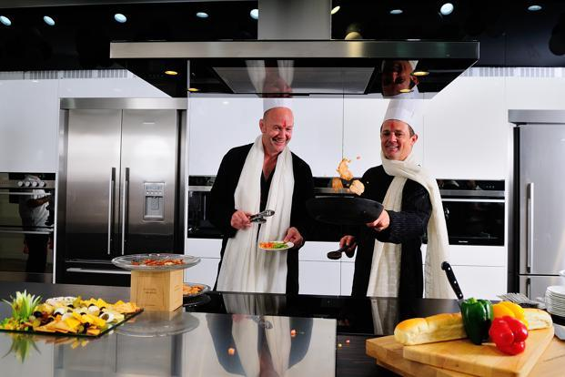 Craig Reid (left) and Andrew Paykel try their hand at cooking at F&P's experience centre in Gurgaon. Photo: Priyanka Parashar/Mint