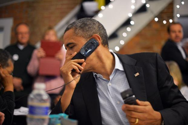 Obama calls volunteers from a campaign office in Ohio. AFP
