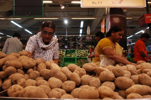 The inflation rate slowed in October mainly because of the declining prices of food and manufactured products. Photo: Pradeep Gaur/Mint