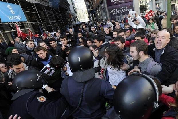 Policemen clash with demonstrators during a general strike on Wednesday in Madrid. Photo: Dominique Faget/AFP