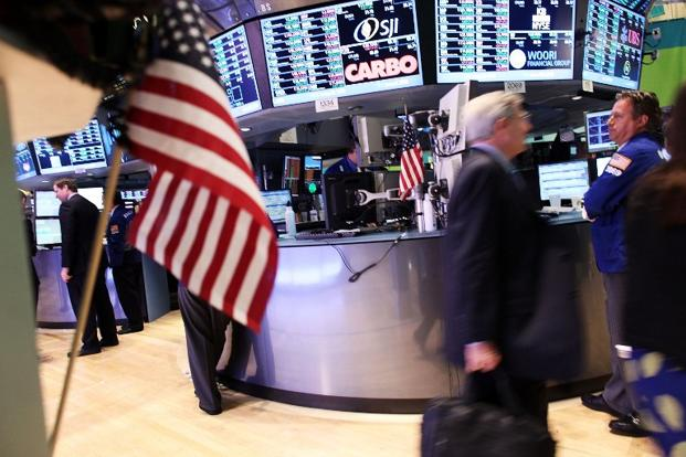 Jobless claims spike, investors see impact of storm; Dell falls after the closing bell; Indexes down: Dow 0.2%, S&P 0.2%, Nasdaq 0.4%. Photo: AFP
