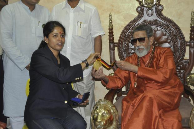 Shooter Tejaswini Sawant meets Bal Thackeray after becoming India's first female gold medallist at the World Shooting Championships. Photo: Sandeep Mahankal