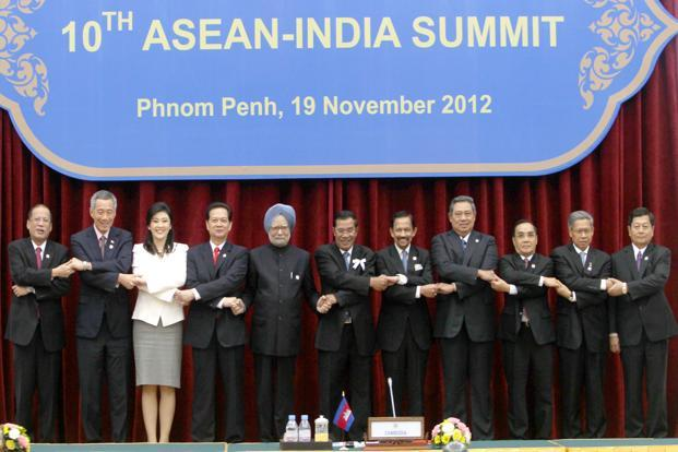 Prime Minister Manmohan Singh with the heads of Asean countries in Phnom Penh, Cambodia on Monday. Photo: PIB