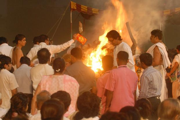 Shiv Sena chief Bal Thackeray's cremation in Mumbai on Sunday. Photo: Hemant Mishra/Mint