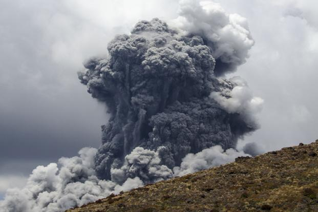A massive plume of ash billows up into the sky as Mount Tongariro erupts at Tongariro National Park, 300 km (186 miles) north of Wellington. Photo: Stefan Keller/Reuters