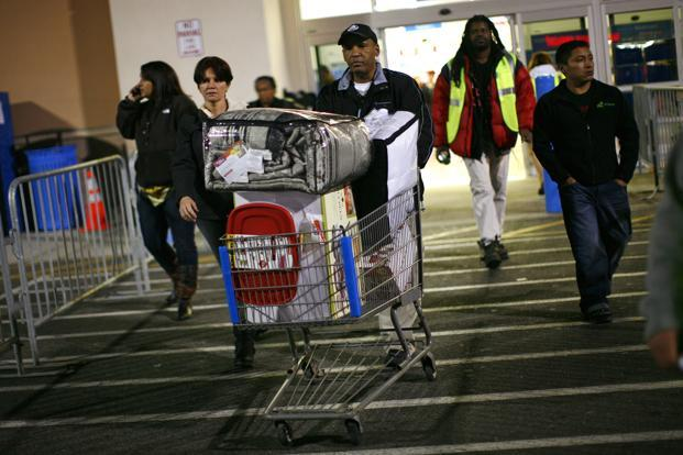 A man pushes a loaded shopping cart at a Walmart store, on Thanksgiving day in North Bergan, New Jersey. Photo: Reuters