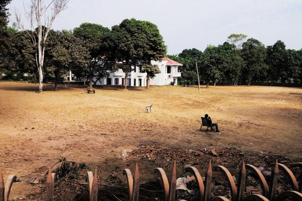 "The family farmhouse in Chattarpur, south Delhi, where liquor tycoon Gurdeep ""Ponty"" Chadha and his younger brother Hardeep died in a hail of bullets on 17 November. Photo: Pradeep Gaur/Mint"