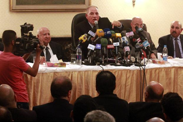 The head of the powerful Egypt Judges Club Ahmed el-Zind (center), speaks at a press conference announcing that judges will not oversee the 15 December referendum to approve a contentious draft constitution in Cairo, Egypt. Photo:Ahmed Ramadan/AP