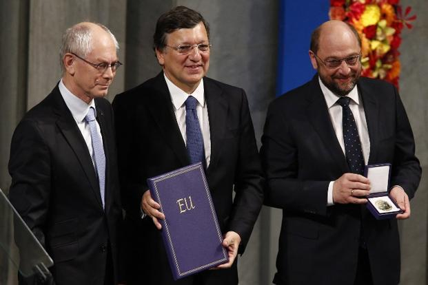 (L-R) European Council president Herman Van Rompuy, European Commission president Jose Manuel Barroso and European Parliament president Martin Schulz pose with the Nobel diploma during the Nobel Peace Prize ceremony at the Oslo City Hall in Oslo, Norway, on 10 December 2012. Photo:Heiko Junge/AFP