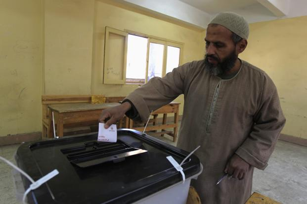 An Egyptian casts his vote in a referendum on the new Egyptian constitution at a polling station in Mahalla el-Kubra, about 110 km north of Cairo on Saturday. Photo: Mohamed Abd El Ghany/Reuters.