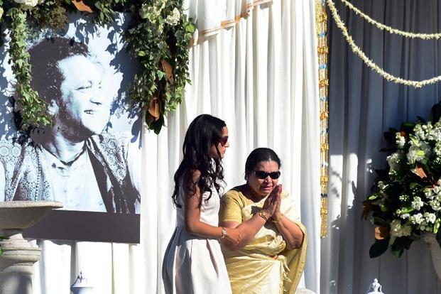 The late Ravi Shankar's daughter Anoushka (left) helps her mother Sukanya on stage as she offers a gesture to those in attendance for the Ravi Shankar Memorial at the Self Realization fellowship grounds in Encinitas, California on Thursday. Photo: AFP