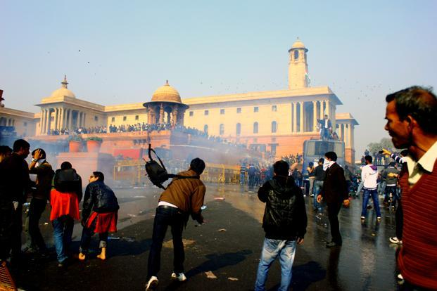 Incensed by police action, some protestors throw stones. Police sources claimed the largely peaceful protests had been infiltrated by miscreants on Saturday. Pooja Chaturvedi/Mint