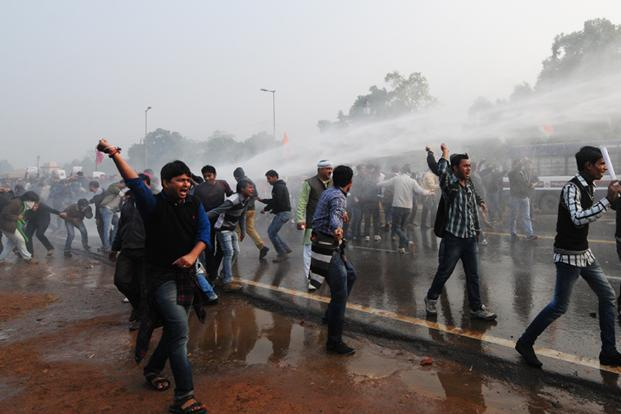 At least 143 people, including 78 policemen and a few media personnel were injured. The crowds at India Gate went from singing songs, shouting slogans and enacting nukkad-nataks to pelting stones. Ramesh Pathania/Mint
