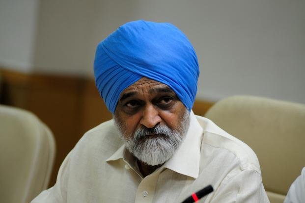 A file photo of Montek Singh Ahluwalia, deputy chairman of the planning commission. Photo: Pradeep Gaur/Mint