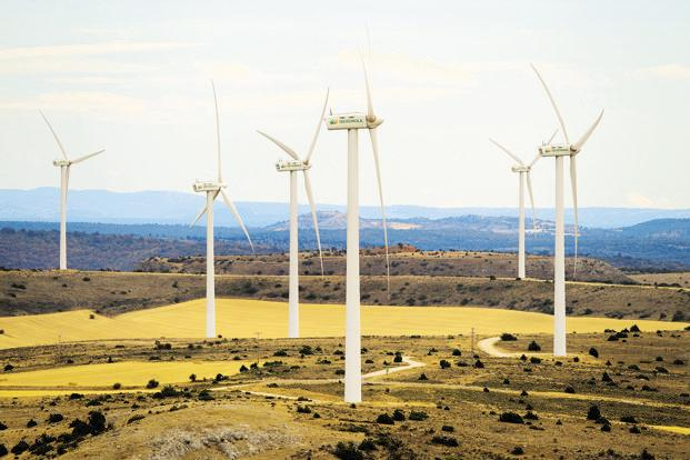 Iberdrola SA branded turbines at the company's wind farm in Maranchon, near Calatayud, Spain. Photo: Angel Navarrete/ Bloomberg