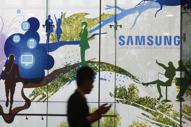Last month Apple asked to add the Galaxy S III Mini and other Samsung products, including several tablet models, to its wide-ranging patent litigation against Samsung. Photo: Reuters