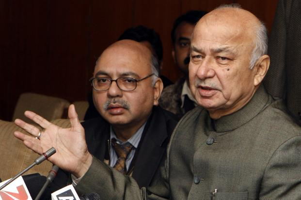 Union home minister Sushilkumar Shinde (right) addresses a press conference after an all-party meeting on the Telangana issue in New Delhi on Friday. Photo: HT